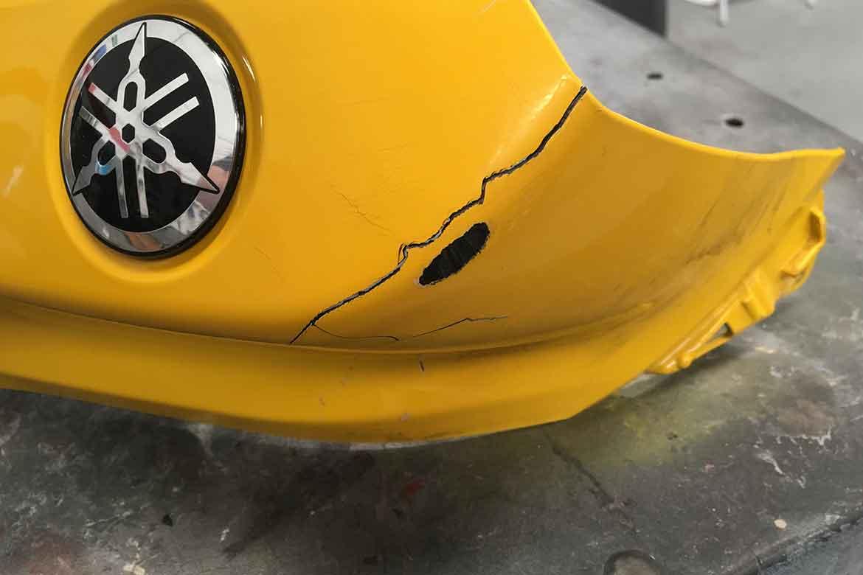 restauracion reparacion de deposito de moto Yamaha R1 arañazo rasguño rascada en Valencia · ARG Restauracion e