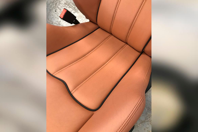 restauracion reparacion asientos de piel de coche Maserati por desgaste en Valencia · ARG Restauracion i